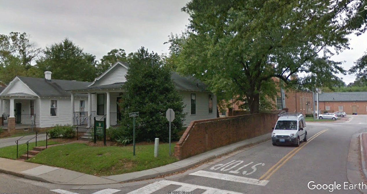 Entrance to Grigsby Drive off of S. Boundary Street in Williamsburg, Virginia. Image captured from Google Earth. Intersection of Grigsby Drive and S. Boundary Street features two small white houses owned by the university.