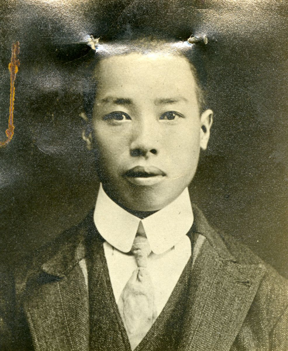Black-and-white photographic portrait of an unidentified Chinese immigration applicant.