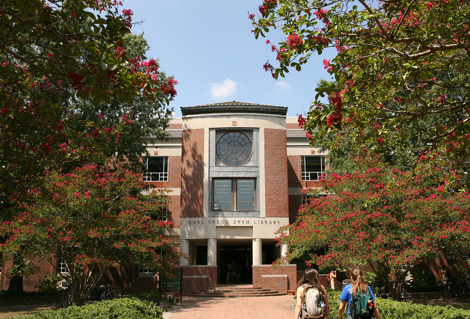 Front entrance of Swem Library